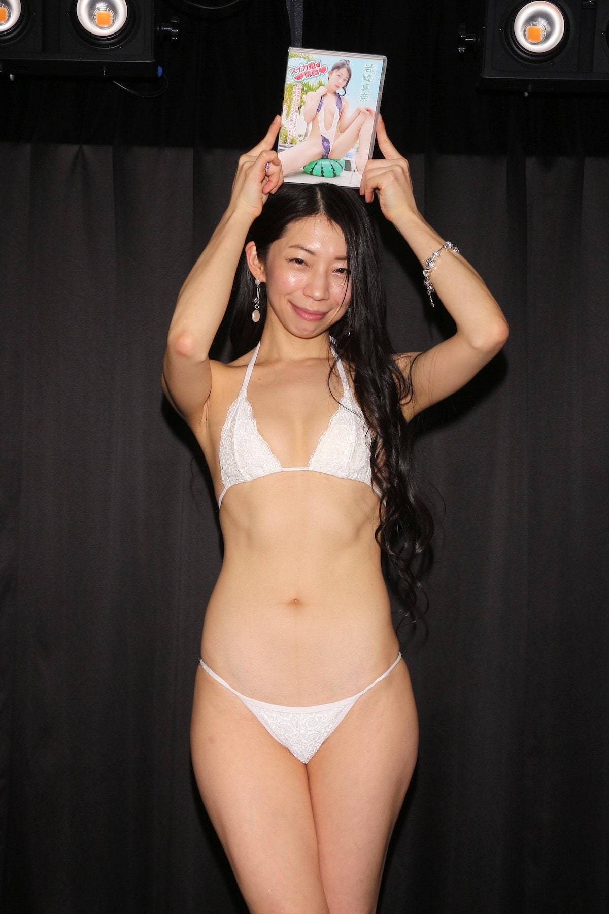 岩崎真奈「ベンチの縁にこすったり」私史上最高にセクシー【画像50枚】の画像041