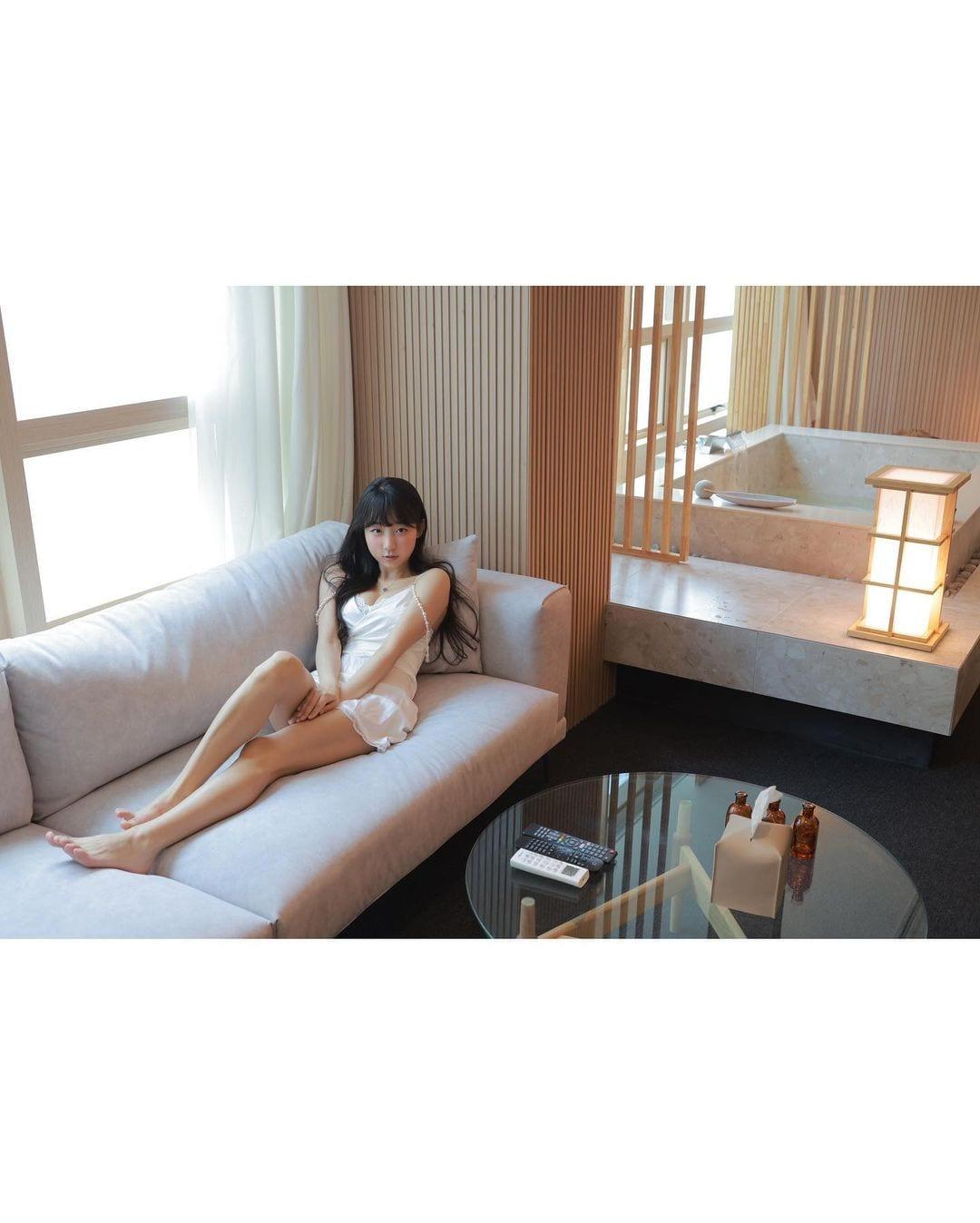 ピョ・ウンジ「シュミーズ姿にドキっ」ホテルとのタイアップでセクシーにお部屋紹介【画像6枚】の画像001