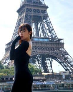 """てんちむ""""美背中が際立つ黒のドレス""""「あ、エッフェル塔じゃーん」パリの街をまったり楽しむ【画像3枚】の画像"""