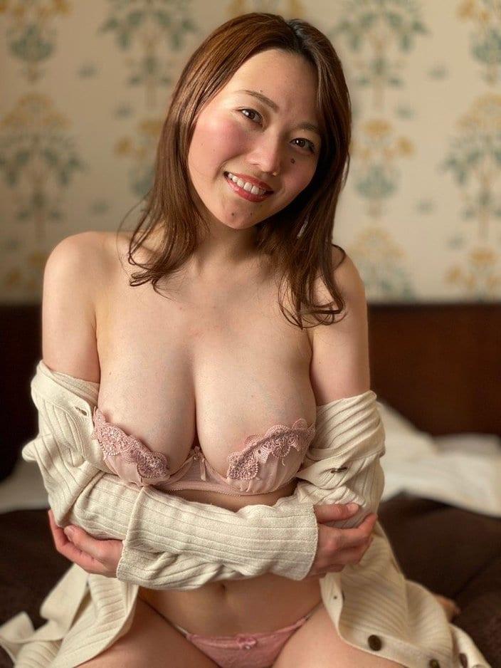 """Gカップ""万理華「白えび乳が過去最高の露出度!」浮き出た血管がセクシーの画像"