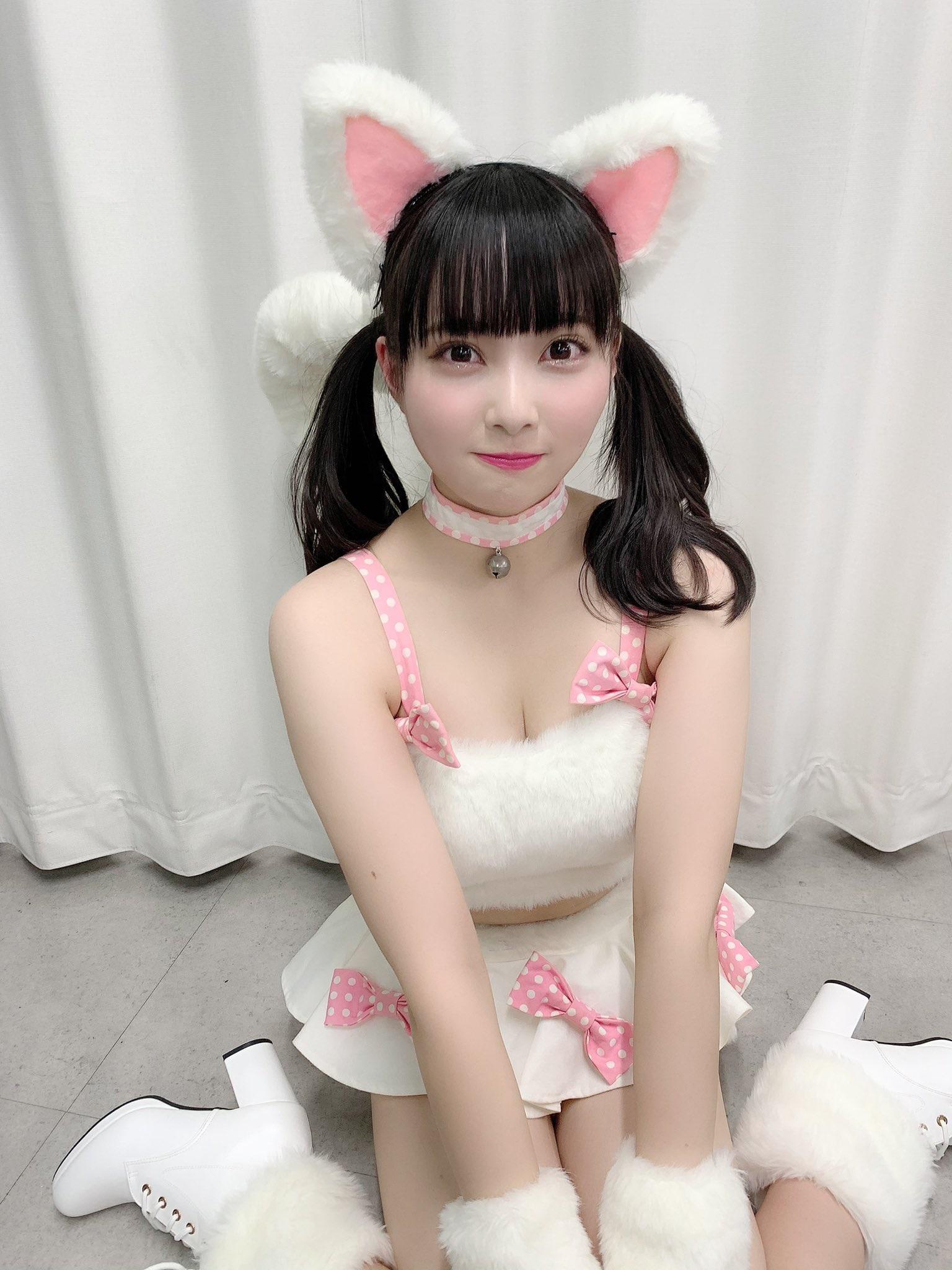 NMB48堀詩音「飼わせてください…」猫の日にセクシーな猫耳衣装を公開【画像4枚】の画像003