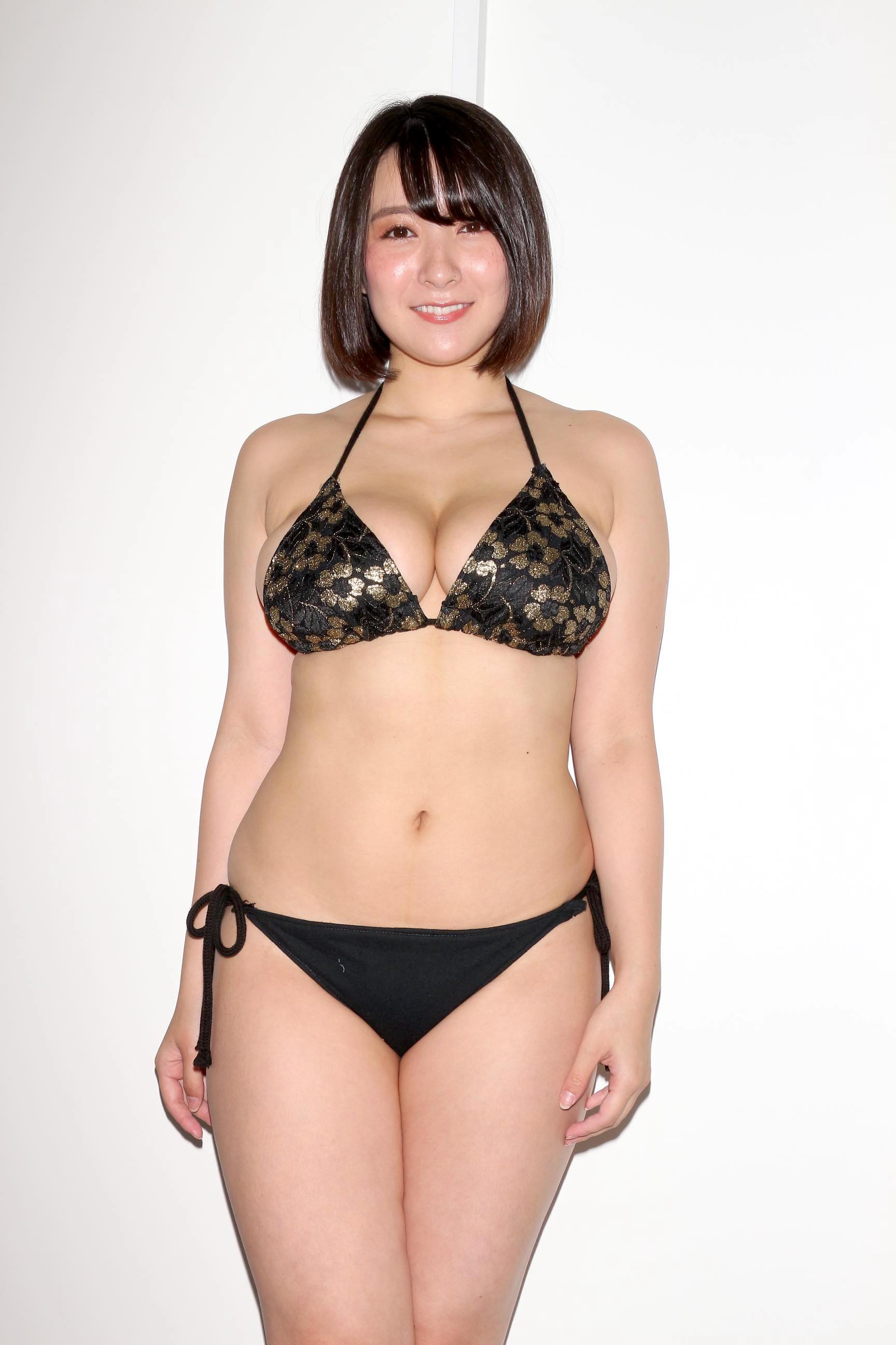 紺野栞「胸が成長しっぱなし」Hカップがキツくなっちゃった【写真28枚】の画像005