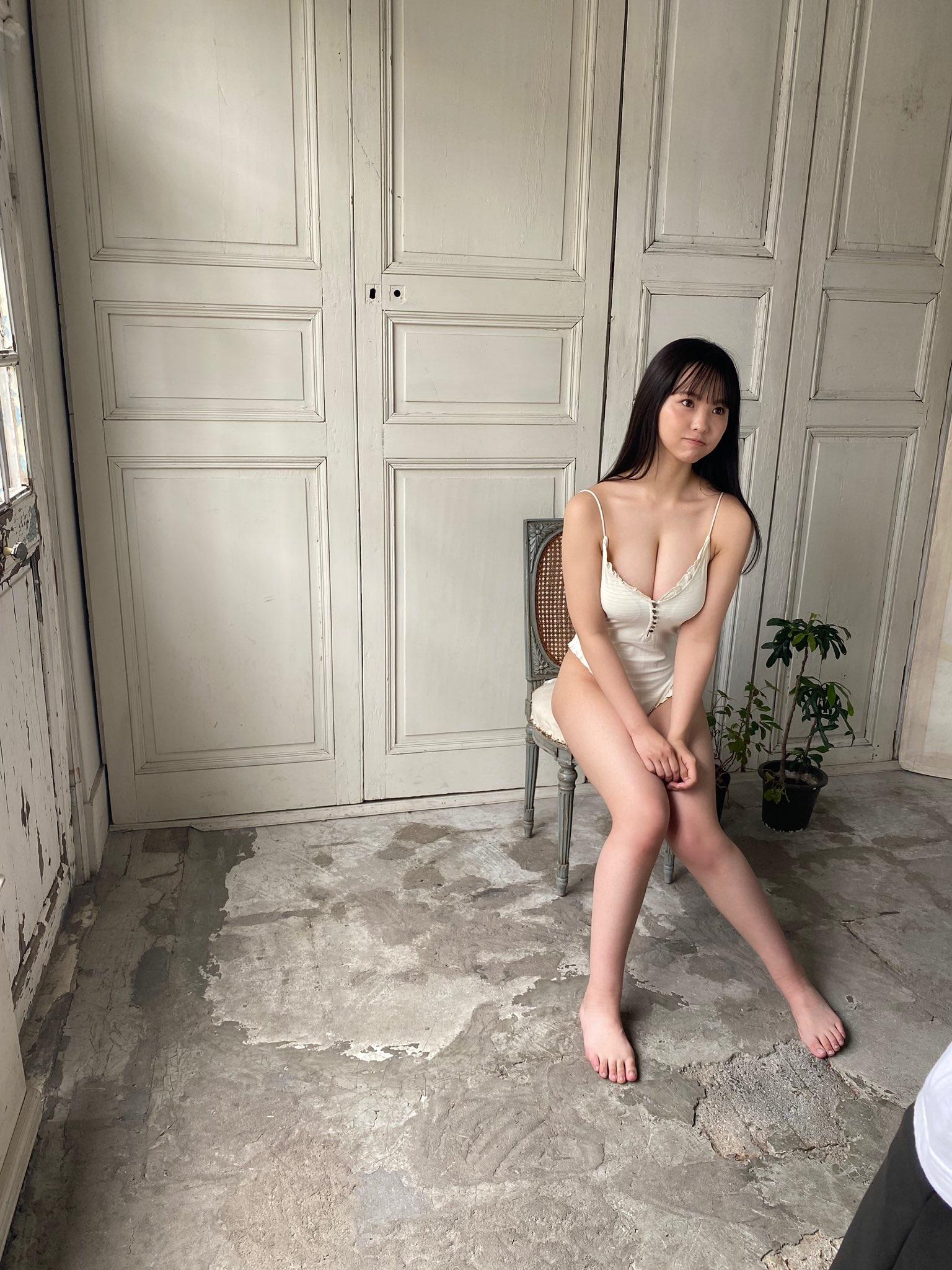 "NMB48本郷柚巴""オトナなキャミソール姿にドキっ""グラビア撮影のオフショットを公開【画像2枚】の画像002"