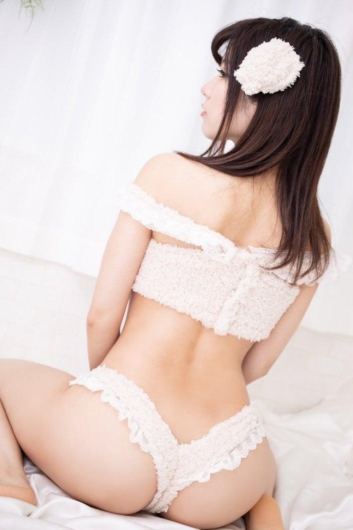 春日ひなた「下乳の美しさは2次元クラス!」極小ビキニでグラビアも展開する人気コスプレイヤーの画像