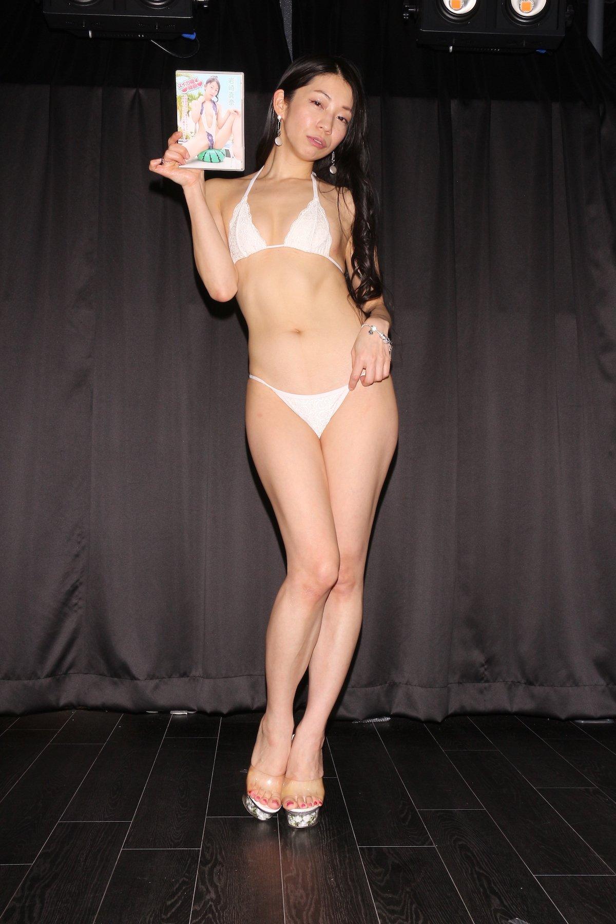 岩崎真奈「ベンチの縁にこすったり」私史上最高にセクシー【画像50枚】の画像036