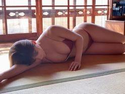 NMB48石田優美「和を感じるムチムチボディ」たたみの上で寝転んで…【画像4枚】の画像