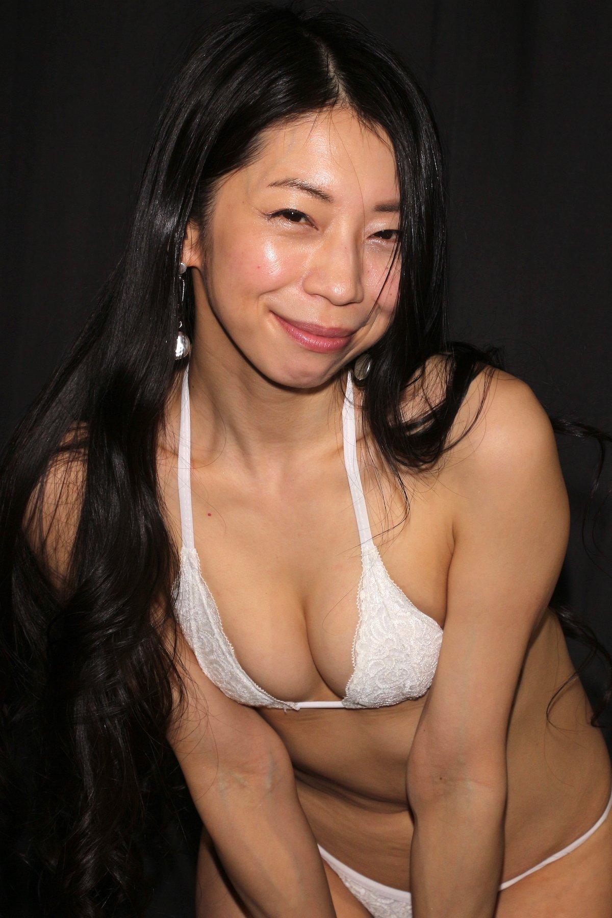 岩崎真奈「ベンチの縁にこすったり」私史上最高にセクシー【画像50枚】の画像034