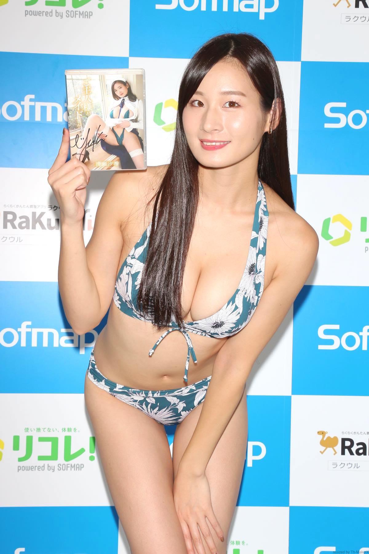 清瀬汐希「オフィスでY字の水着」露出度高くて恥ずかしい【画像48枚】の画像045