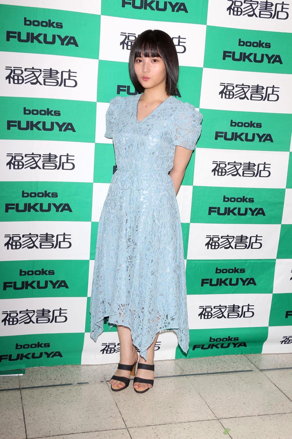 AKB48矢作萌夏「頑張っちゃった」1st写真集の見どころは?【写真28枚】の画像001