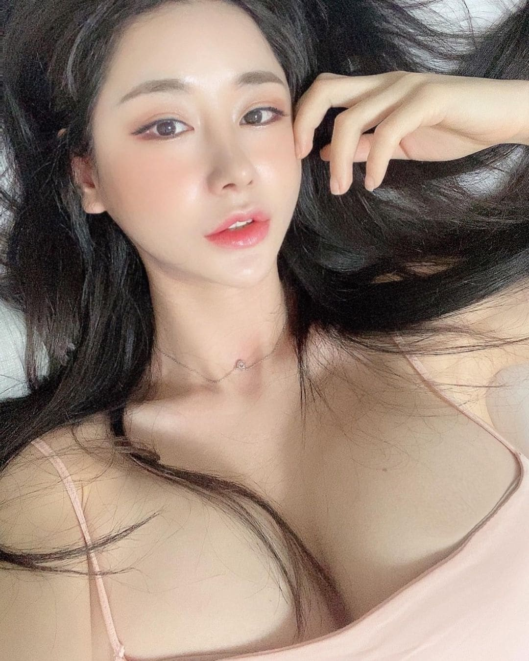韓国モデル・キャンディ「妖艶な表情にファン興奮」大きすぎるバストを強調して…【画像2枚】の画像001