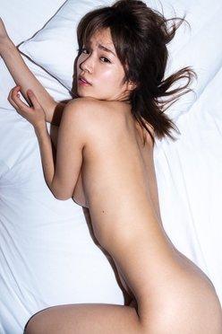 菜乃花「覚悟の全裸ポーズ!」限定写真集で史上最高級セクシーの画像