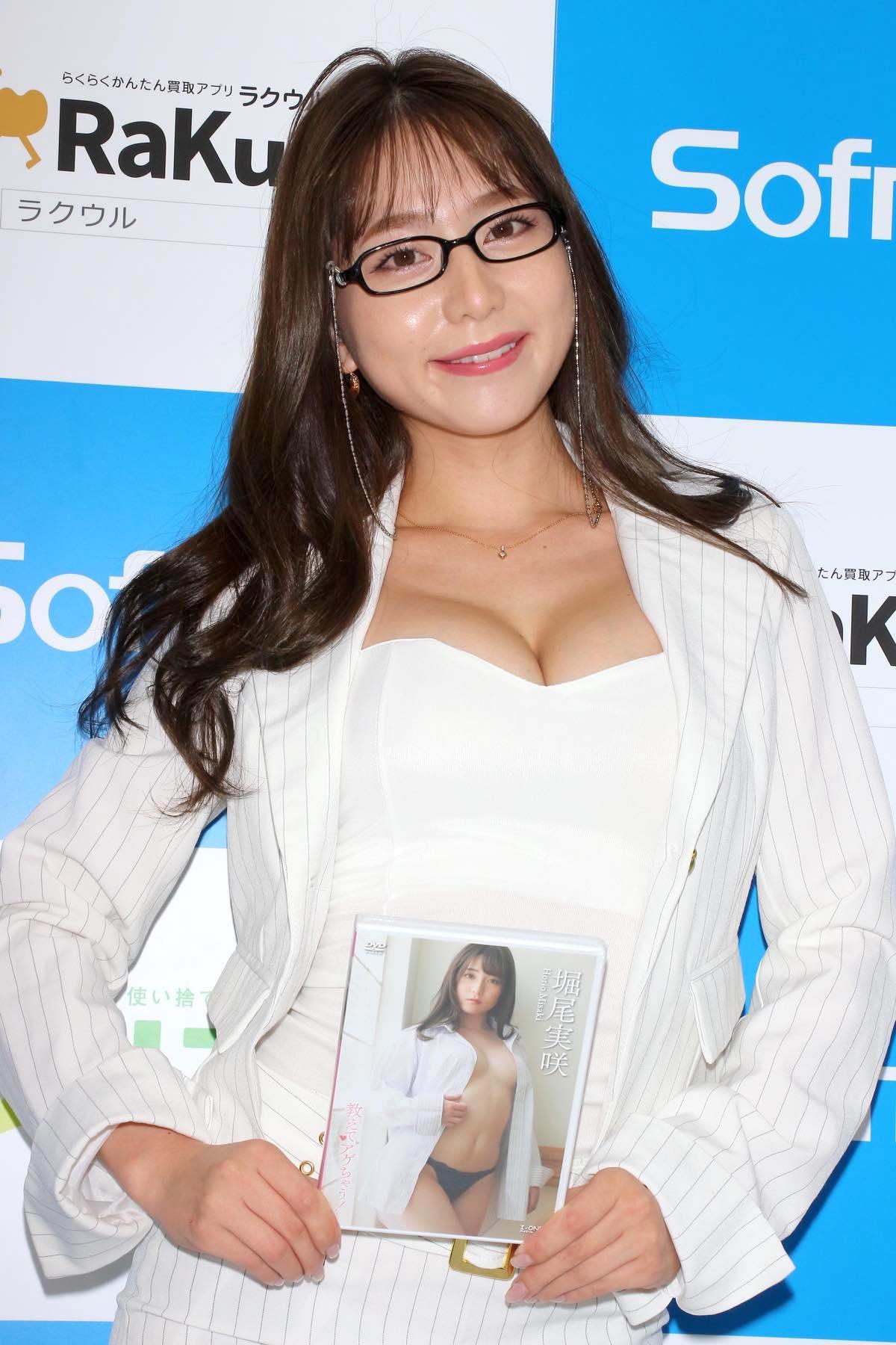 堀尾実咲「シャツの下は着てないの」危ない撮影に挑戦【写真42枚】の画像028