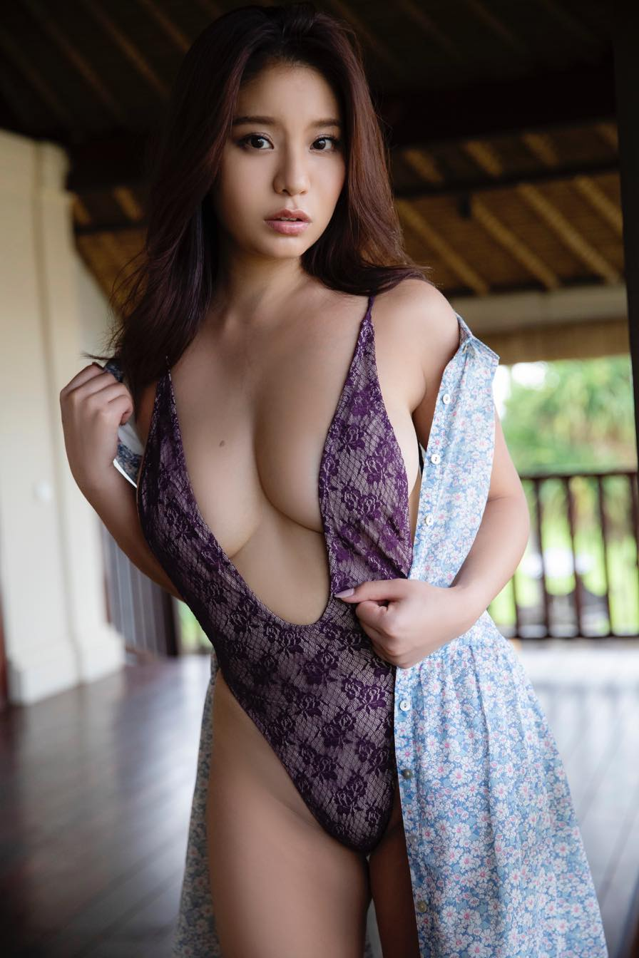 久松かおり「胸のほくろ」が特徴的なグラビアカットを公開!【写真11枚】の画像011