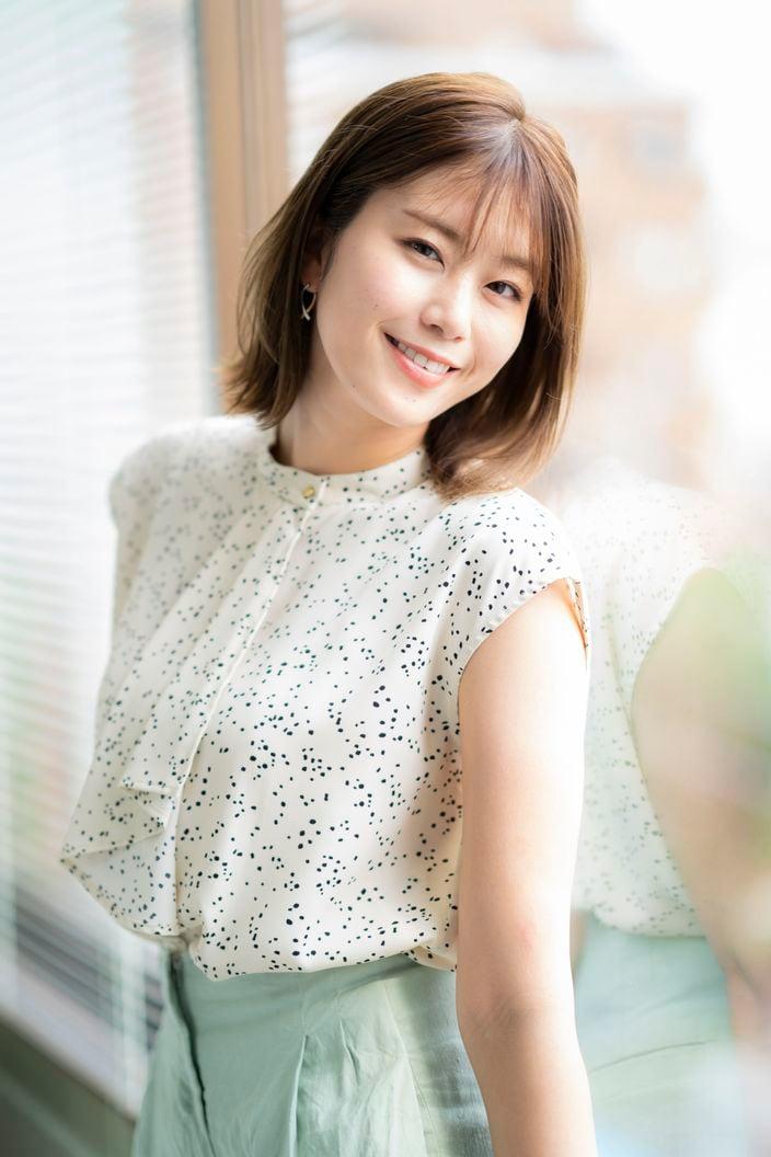 稲村亜美「フルスイングが人生を変えた!」健康美がまぶしい野球女子タレントの第一人者【画像2枚】の画像001
