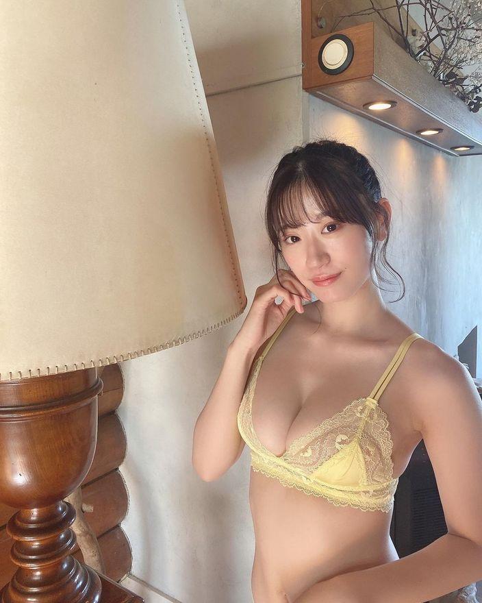 NMB48上西怜「オトナなポニーテールが可愛い」グラビア撮影のオフショットを公開【画像3枚】の画像