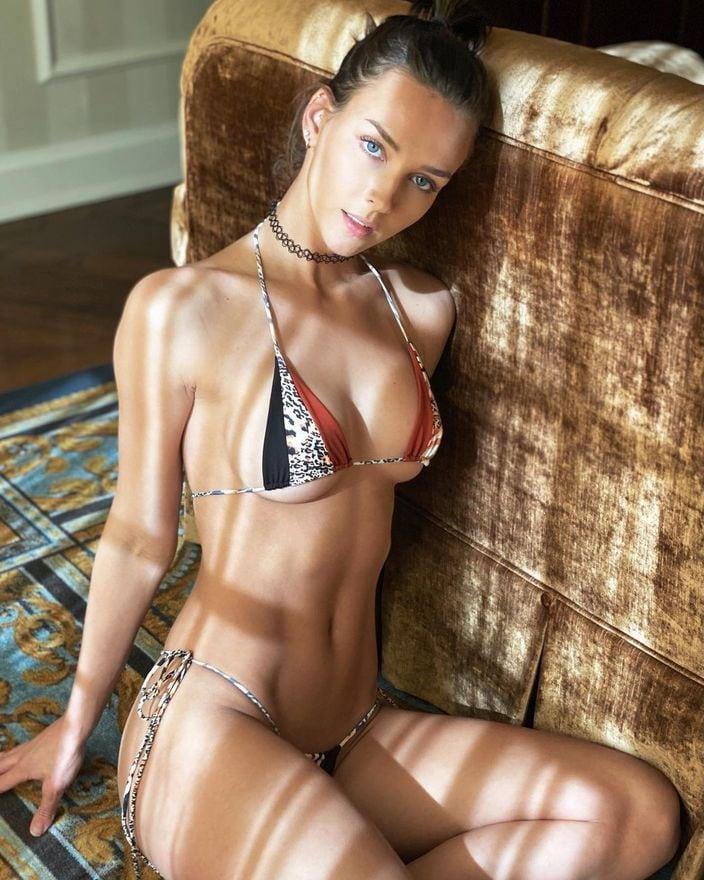 レイチェル・クック「世界で最も美しい顔100人」ノミネートが小さすぎる紐ビキニで…の画像