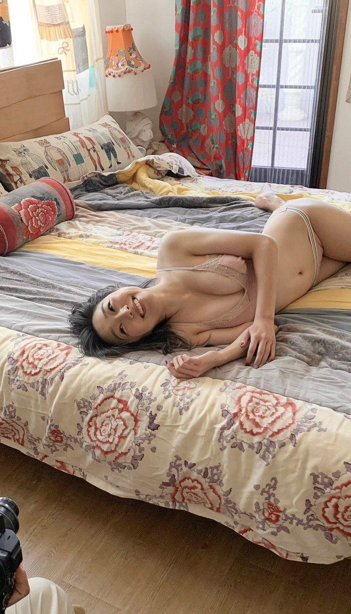 SKE48須田亜香里「お家でのんびりしてる風?」EX大衆グラビアのオフショットを披露【画像4枚】の画像