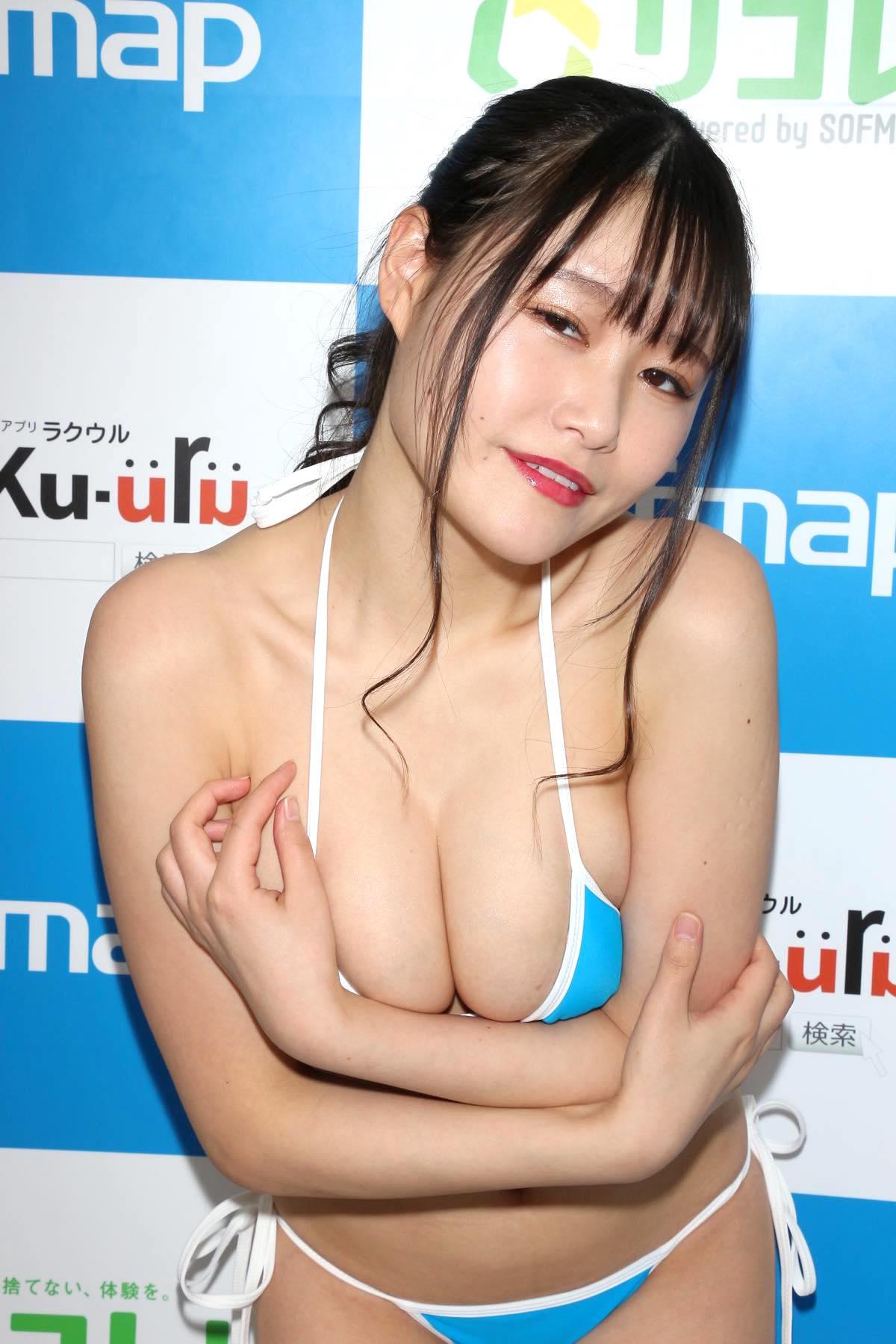 東坂みゆ「ロケット爆乳」がダンスで揺れて弾ける!【写真42枚】の画像027