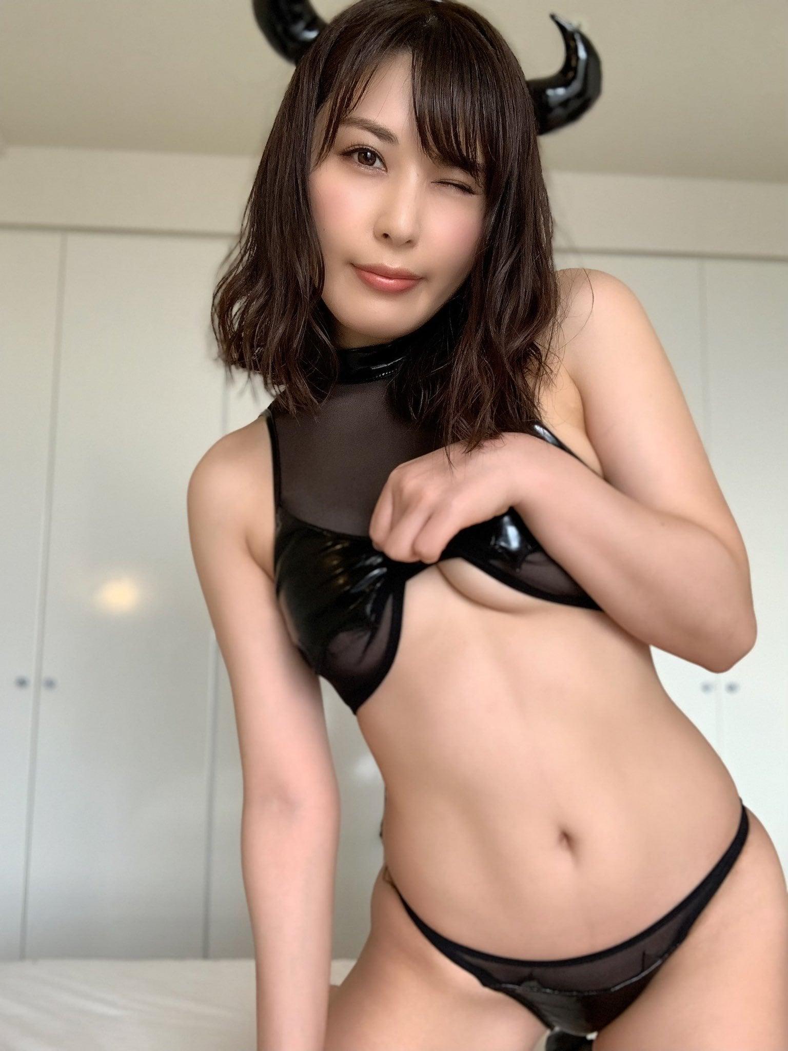 金子智美「下乳、見せてあげる!」えちえち悪魔のご褒美に大興奮【画像3枚】の画像002