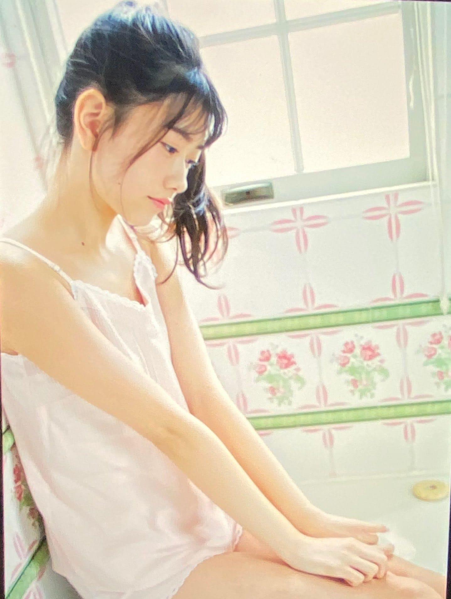 AKB48千葉恵里「幼さと大人らしさの共存…」雑誌撮影のオフショットを公開【画像4枚】の画像002